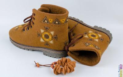 Ботинки Масленица внутри с браслетом