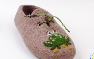 frog_slippers11