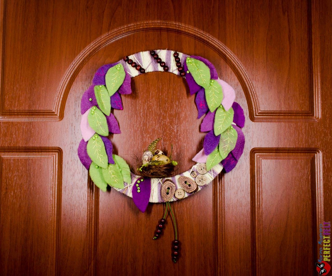 пасхальный венок на двери