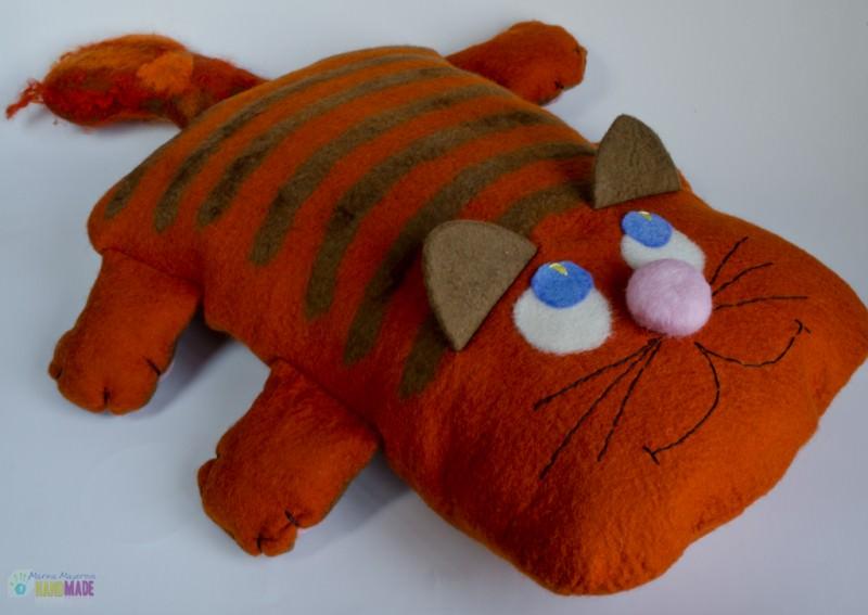 Мокрое валяние из шерсти кота игрушки-подушки пошагово